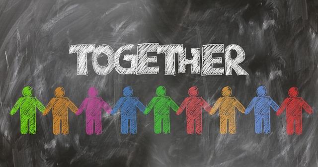 být společně