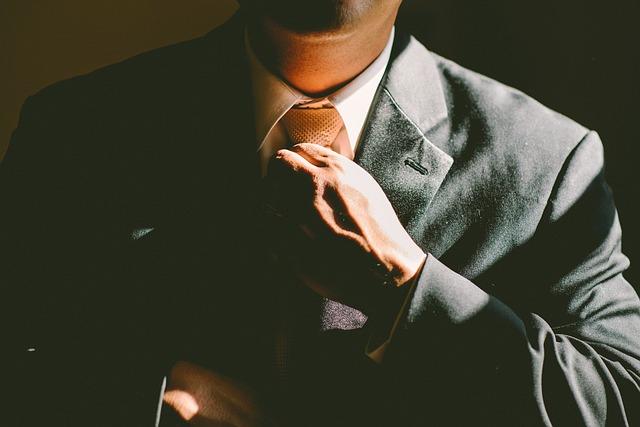 kravata k obleku