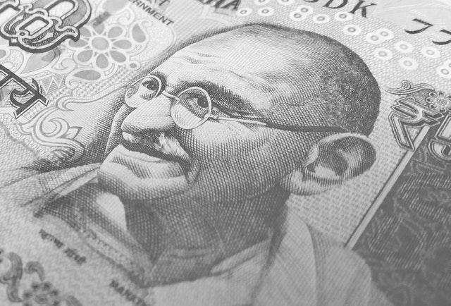 bankovka se smějícím se mužem.jpg