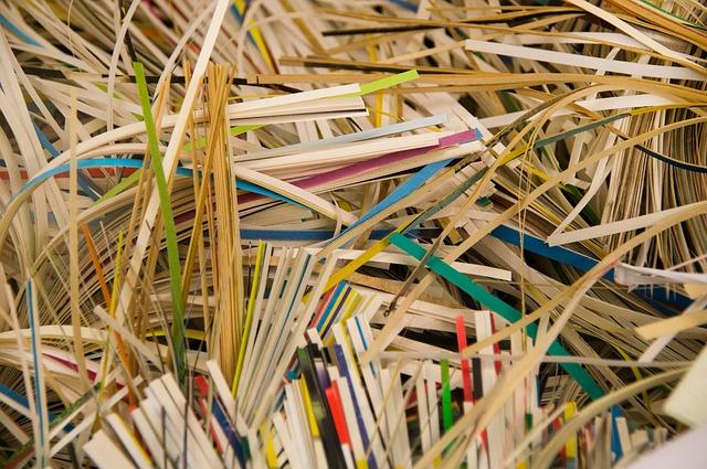 skartované papíry